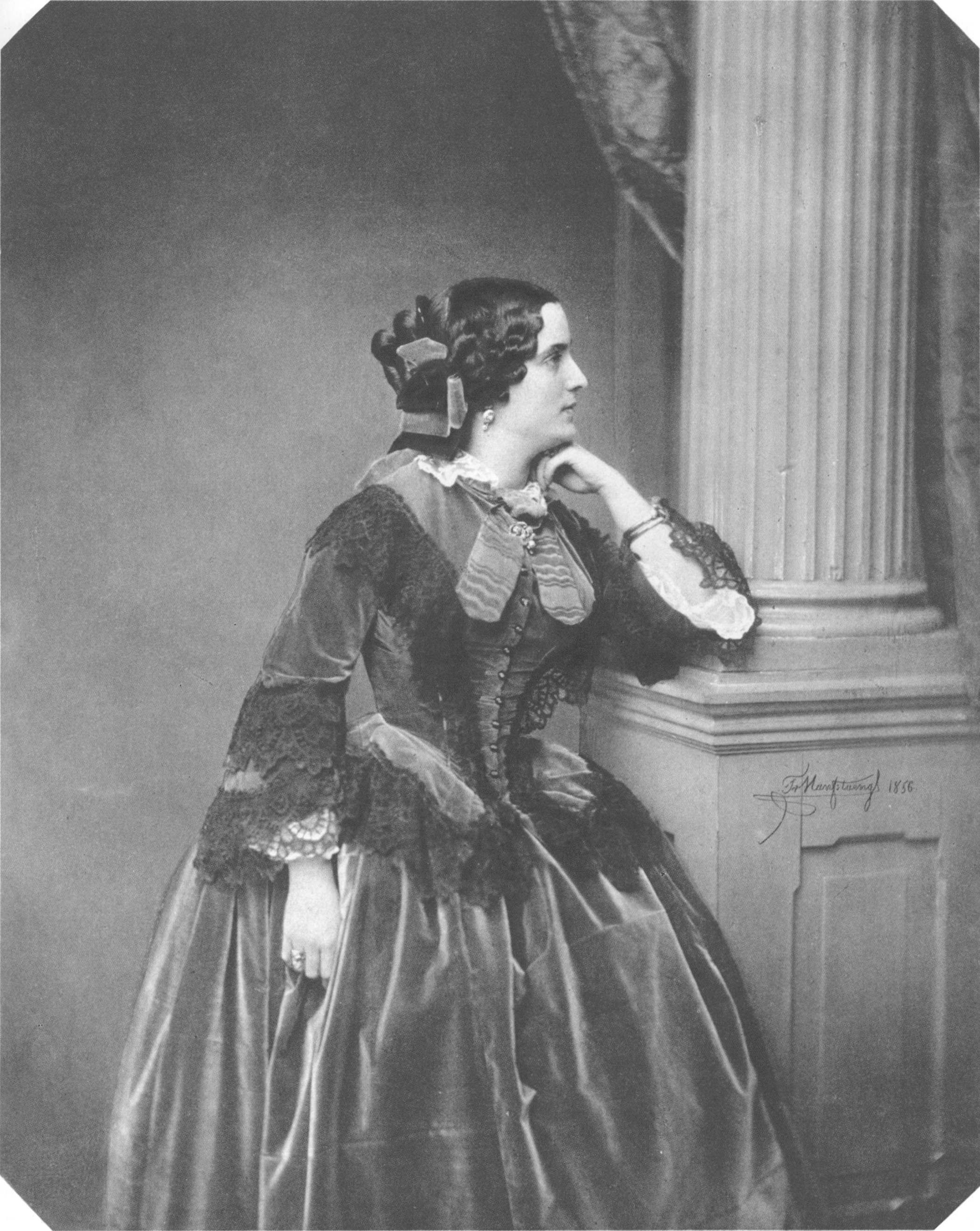 pepita de oliva 1856 costume cocktail