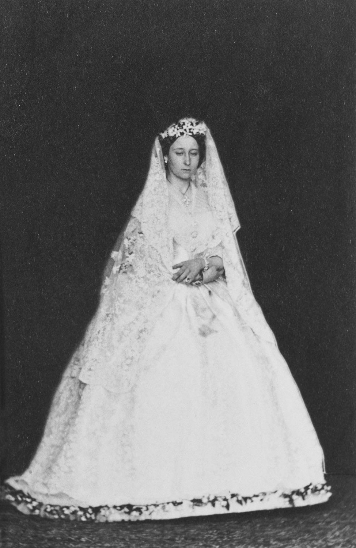 Princess Alice Maud Mary in her wedding dress, July 1862 – costume ...