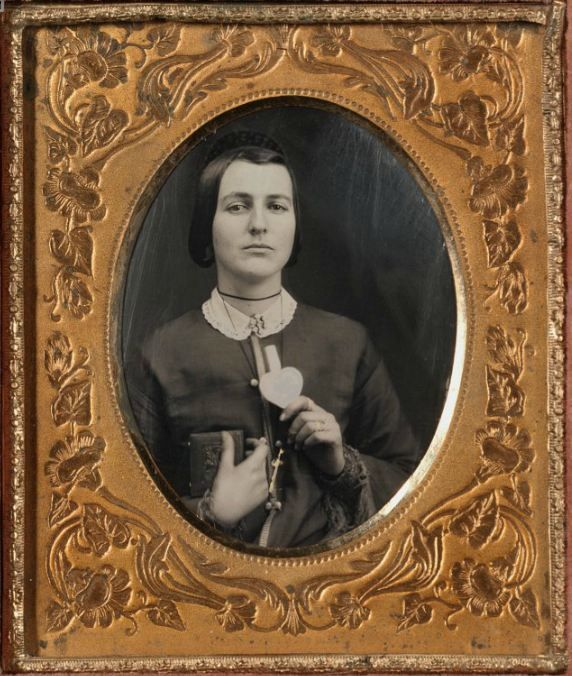 Woman With Love Token Amp Daguerreotype Case 1850s