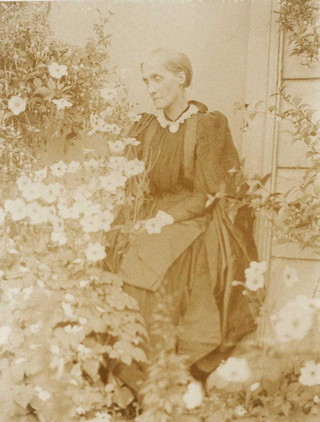 Julia Stephen (née Jackson) outside Talland House, ca. 1894 ...