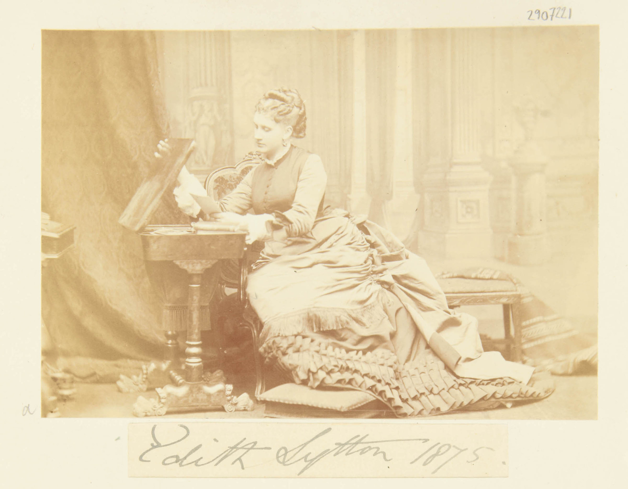 Edith Villiers, Countess of Lytton, 1875 – costume cocktail